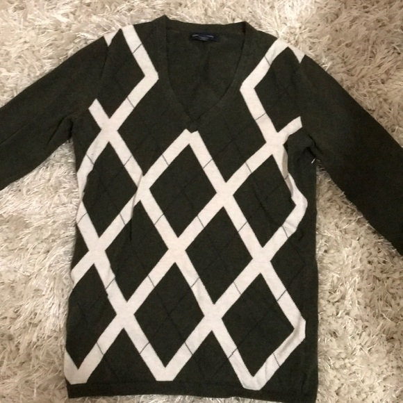 Tommy Hilfiger Sweaters - Super cute dark green sweater from Tommy Hilfiger